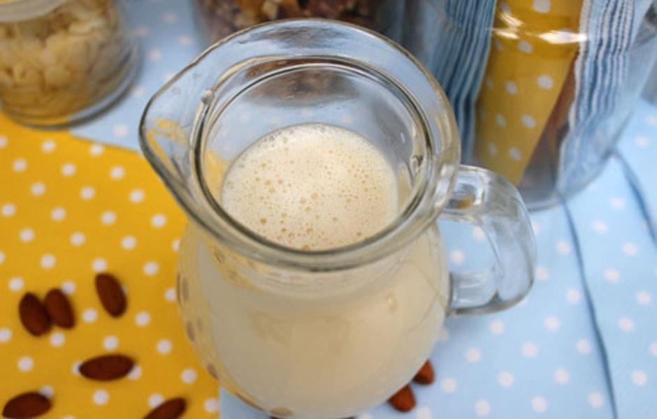 Almond or Hazelnut Milk